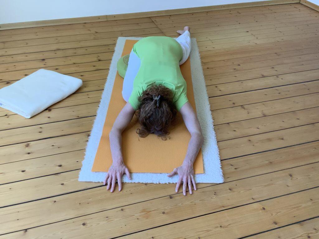 Asana Yoga schlafender Schwan